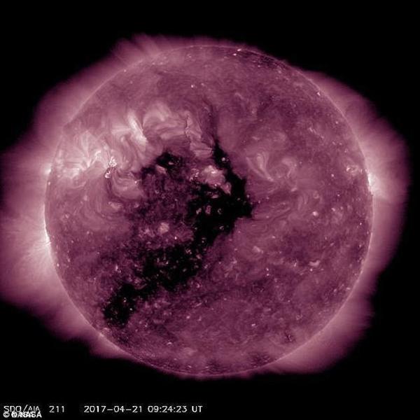 太阳表面出现巨大黑子:影响地球人类通讯
