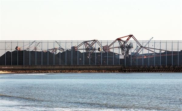 河北建成世界最大防尘网:28米高!