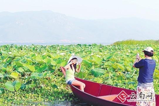 泸沽湖畔 付兴华 摄