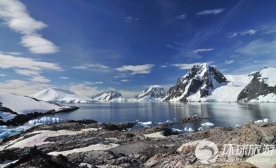 在过去50年间,南极洲一些地方的温度升高了近37度,这比全球平均气温的上升幅度快5倍。