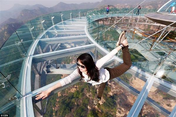 """世界最长!北京""""玻璃廊桥""""开放:吓破胆"""