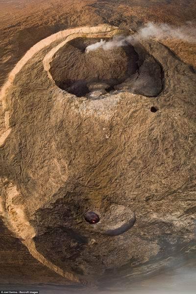 """实拍百年不灭的""""地狱之门""""熔岩湖:如此壮观"""